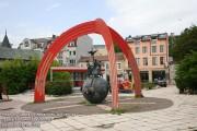 Памятник в центре Варны возле театра кукол