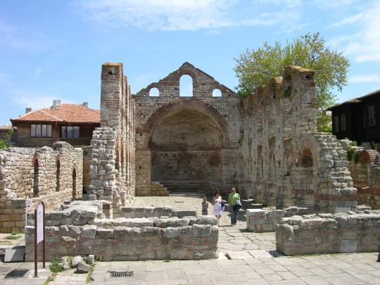 Разрушенная церковь в Несебре