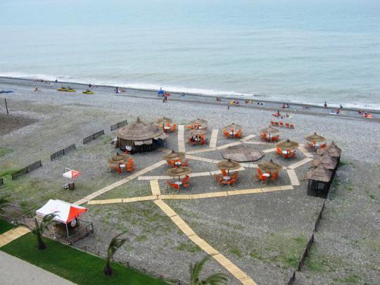 Кафе на берегу моря в Батуми