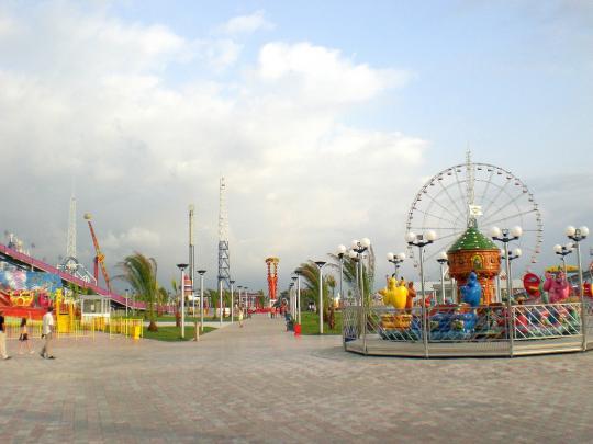 Парк аттракционов, недалеко от Кобулети