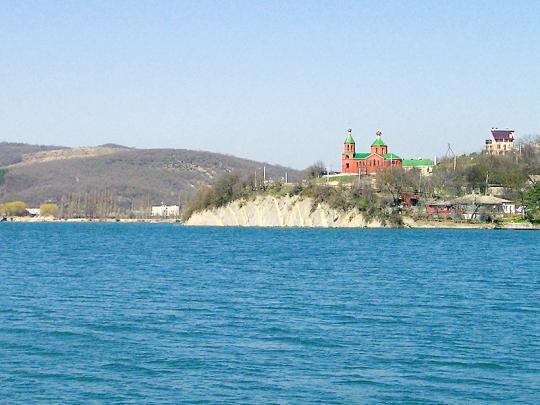 Церковь над озером Абрау-Дюрсо