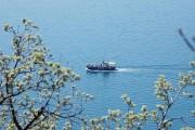 Плывет кораблик маленький домой...
