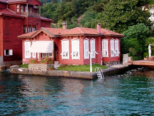 Домик на берегу Босфора