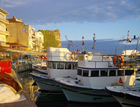 Стоянка яхт и лодочек