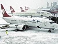 Стамбул завалило снегом - отменено 230 рейсов